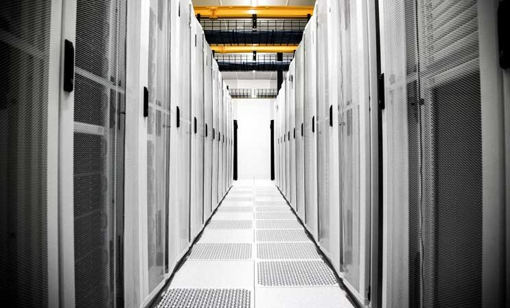 As Hybrid Clouds Flourish, Data Centers Will Benefit