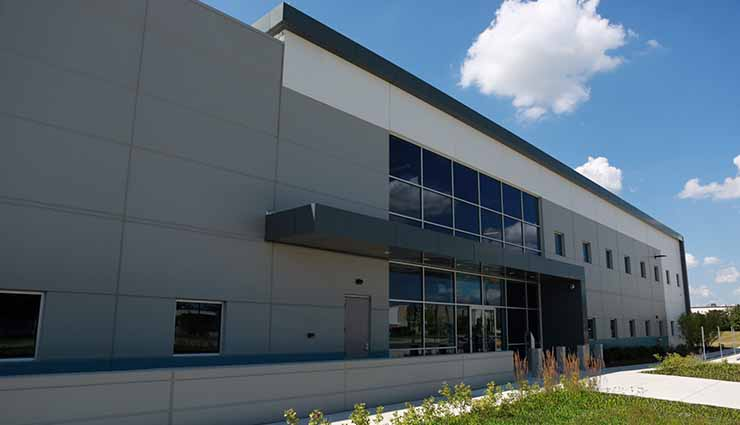 The exterior of the Forsythe Data Center facility in Elk Grove Village, Ill. (Photo: Forsythe Data Centers)