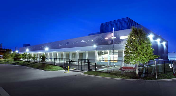 The RagingWire VA2 data center in Ashburn, Virginia. (Image: RagingWire Data Centers)