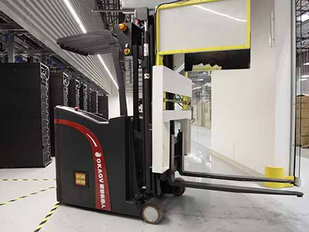 A robotic Automated Guided Vehicle (AGV) in Supermicro's new rack integration facility in San Jose, Calif. (Photo: Supermicro)